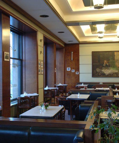 Najslávnejšia pražská kaviareň opäť funguje